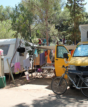 Camping Giens Emplacement camping : CARAVANE et CAMPING-CAR