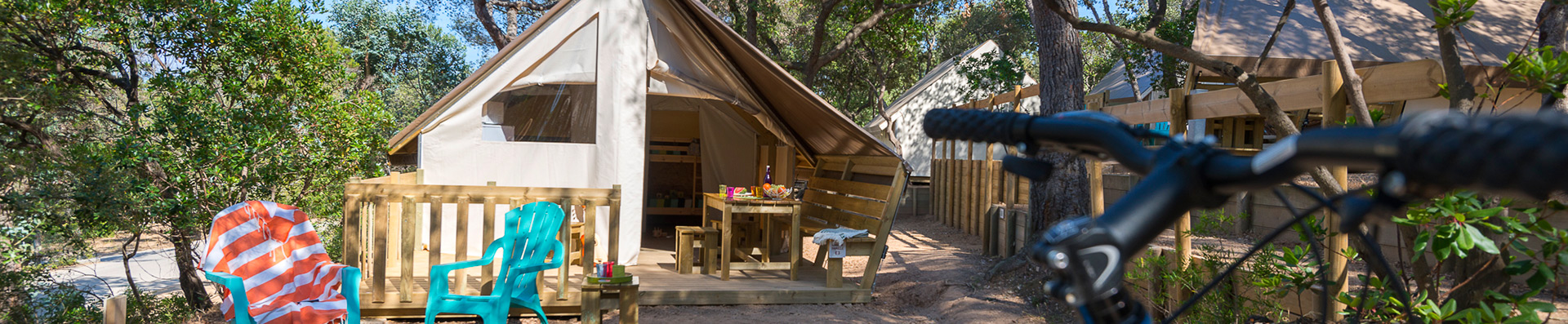camping-giens-a-hyeres-cabane-toilee